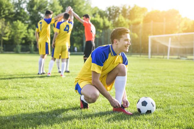 การเล่นฟุตบอล